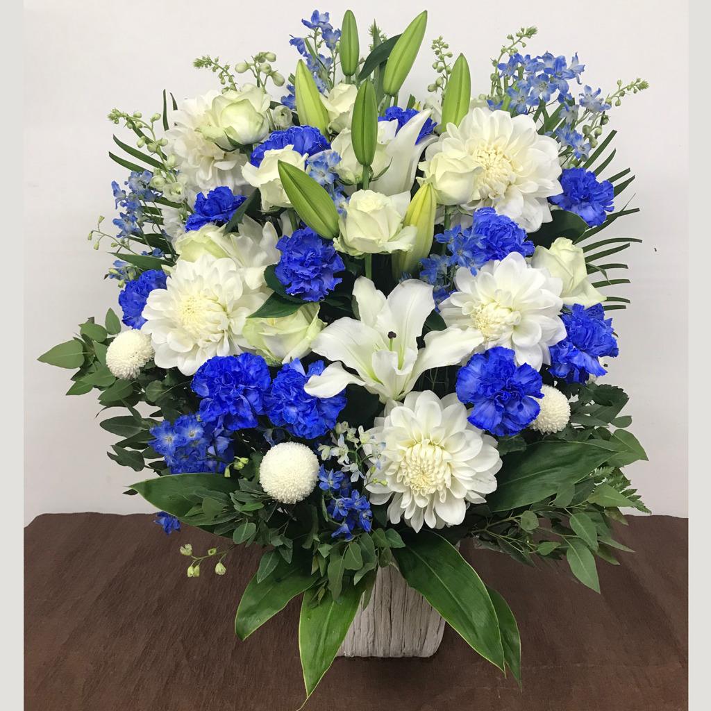 白と青のアレンジメント(LL)