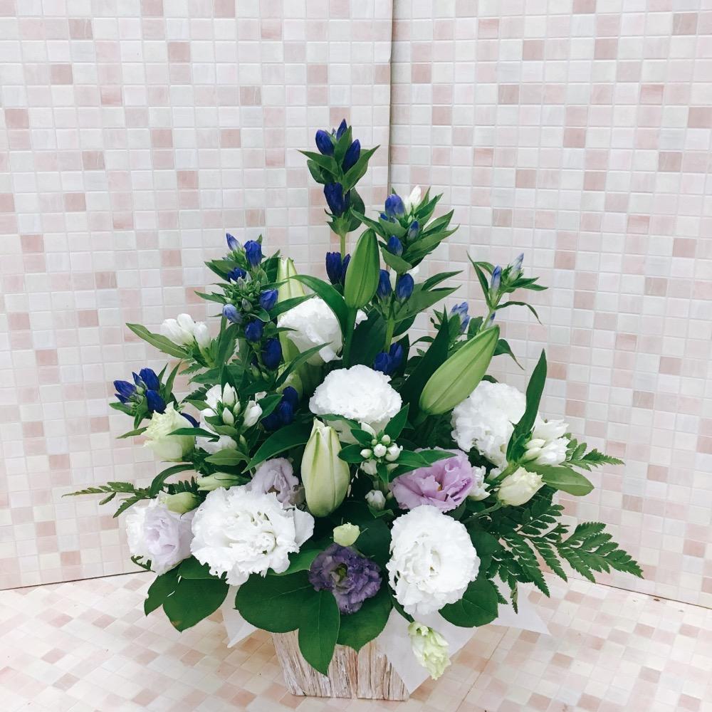 【供花】白ゆりと紫のりんどうのアレンジメント(H45)