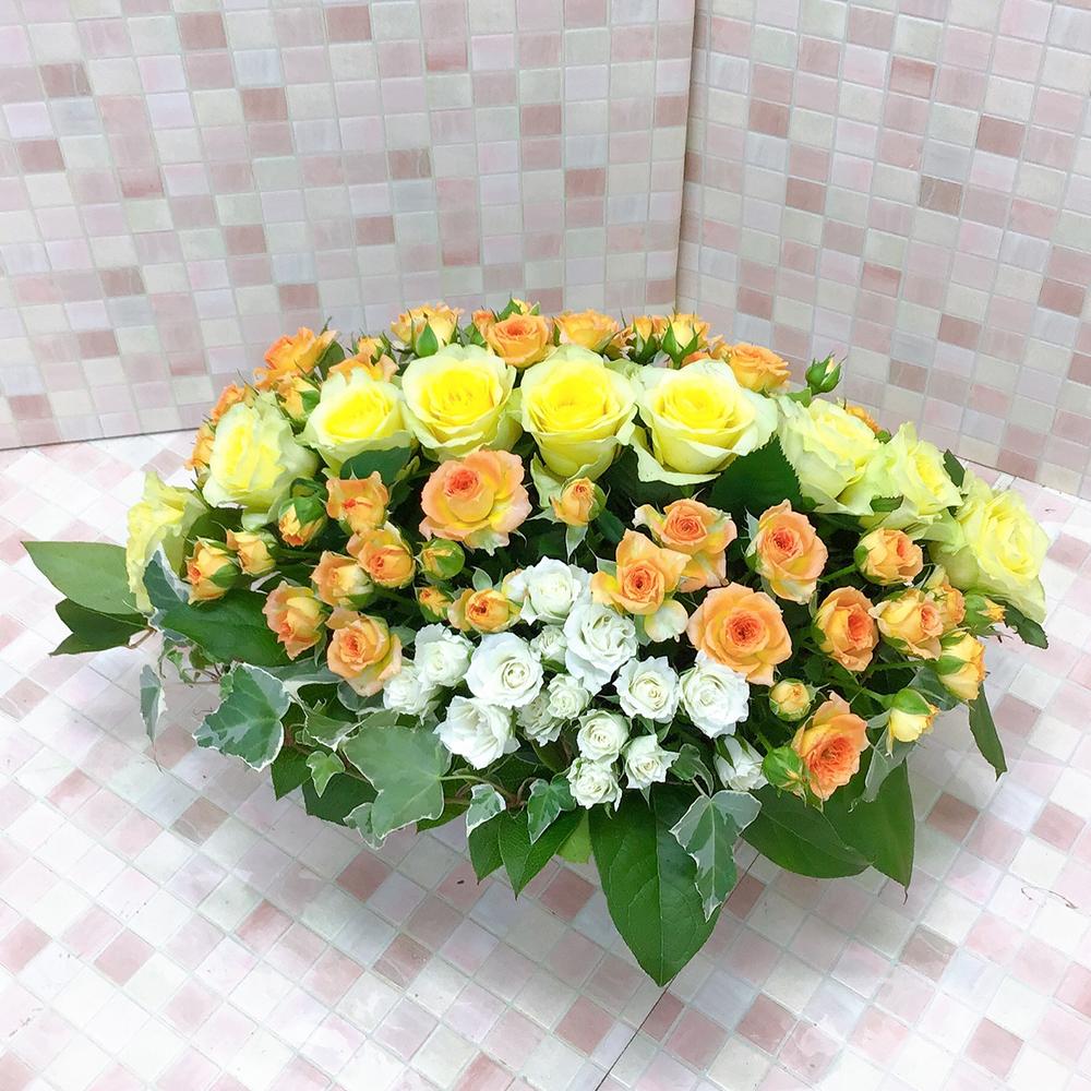 黄色とオレンジのバラスクエアアレンジメント