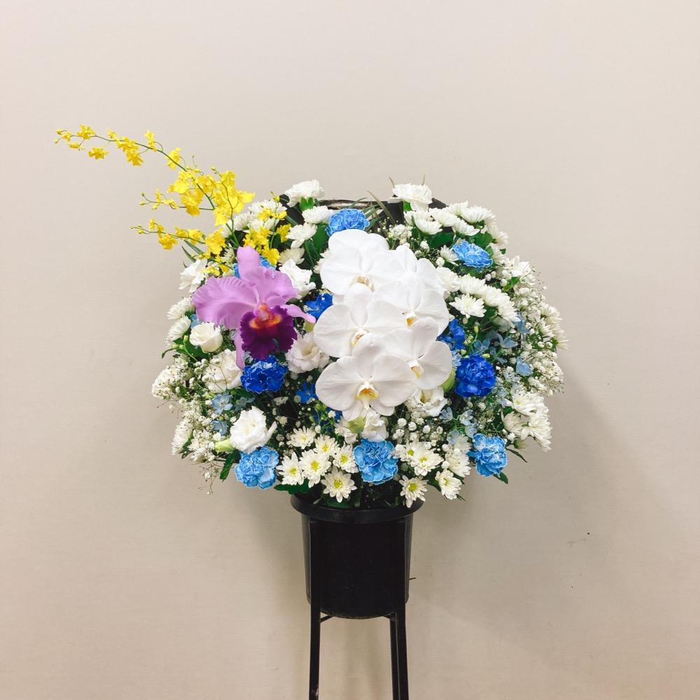胡蝶蘭入り洋花白ブルー御供えスタンド