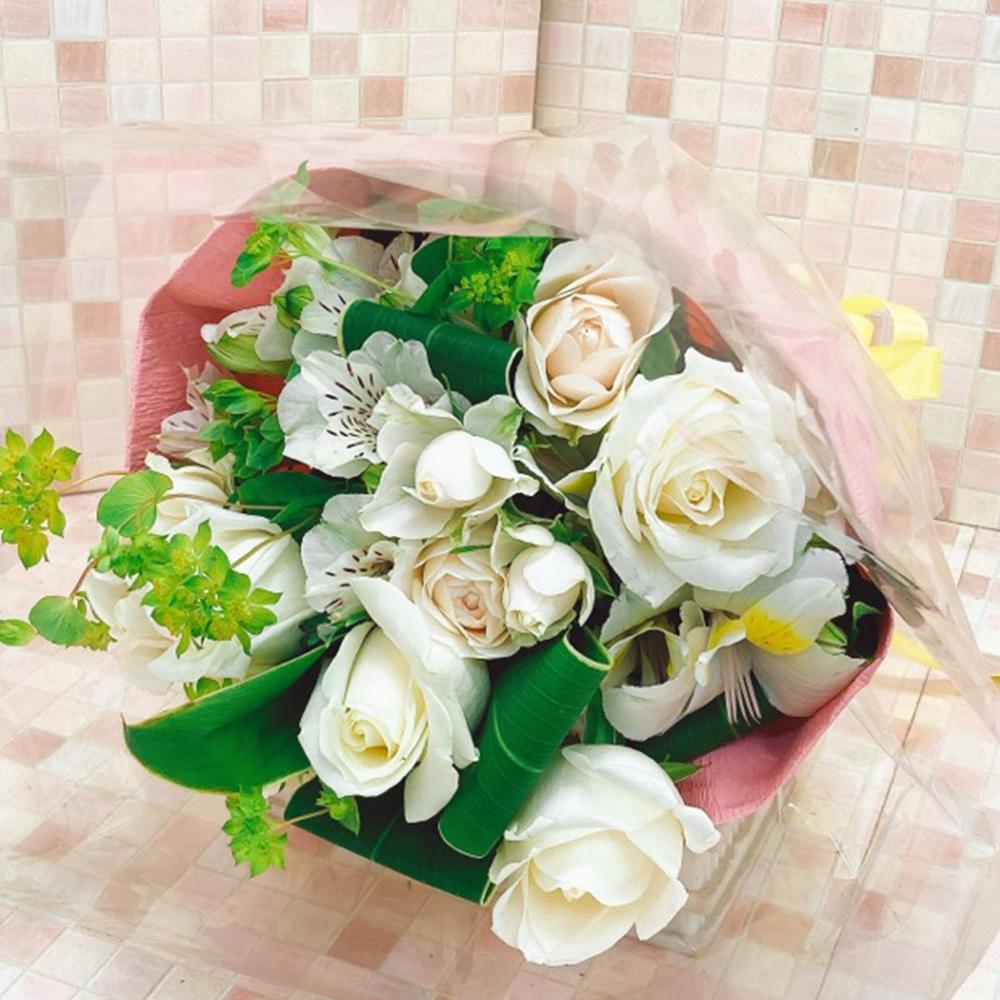 バラ入りホワイト系花束(H43)